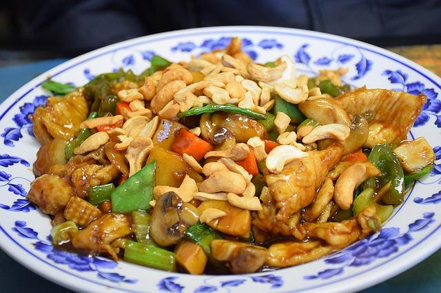Čínský pokrm s oříšky