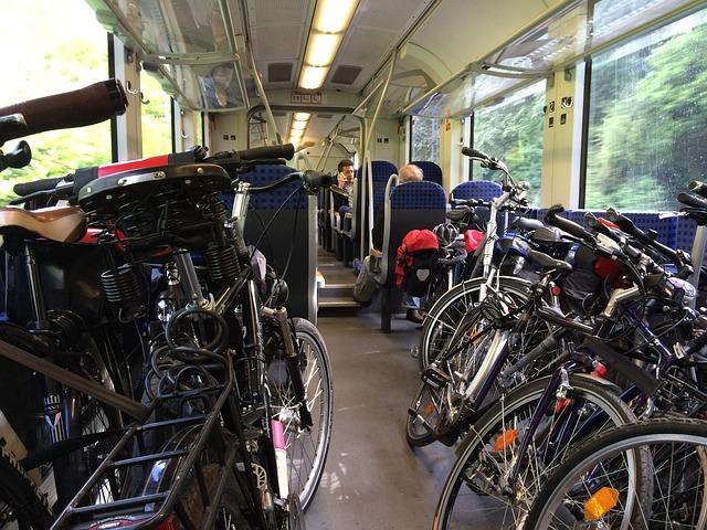 kola ve vlaku.jpg