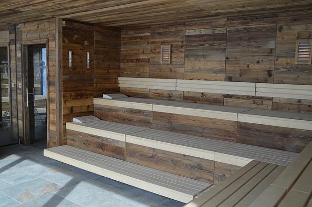 Dřevěný interiér sauny