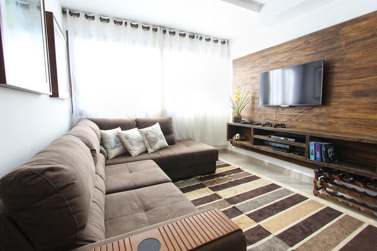 I obývací stěna může být elegantní