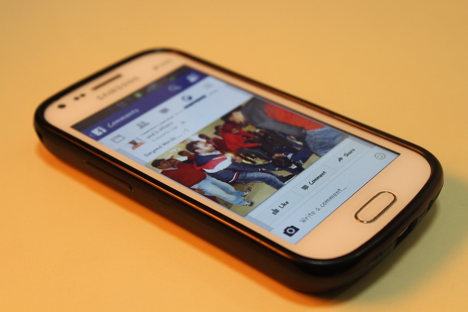 mobil se silikonovým obalem